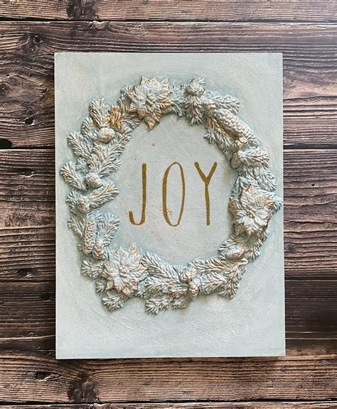 Okay, so once again, it's probably not an original idea. DIY Christmas Wall Decor: Easy Wreath Wall Art with IOD Moulds