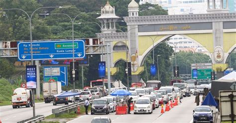 Malaysia's prime minister says a total coronavirus lockdown will be imposed in the country, with all business and economic activities to be halted for two weeks to contain a worsening outbreak. Malaysian Employers Federation supports stricter MCO but not blanket lockdown   Malaysia   Malay ...