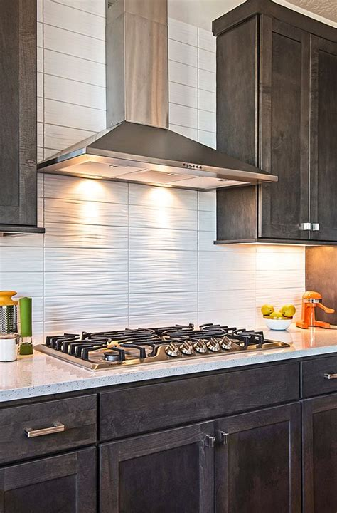 19+ Lovely Kitchen Backsplash With Dark Cabinets
