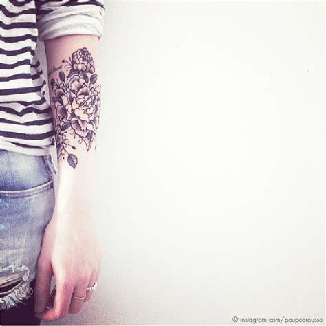 foto de Tatouage Poignet Fleur Pivoine
