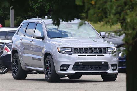 tactical jeep grand cherokee 2018 jeep grand cherokee trackhawk spied looks ready to