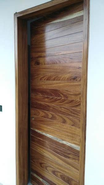 foto puerta de intercomunicacion en madera de parota de