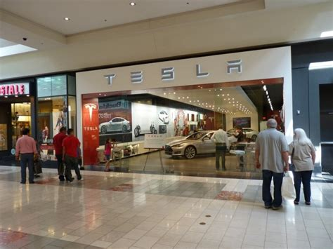lexus keeping  eye  tesla calls mall stores clever