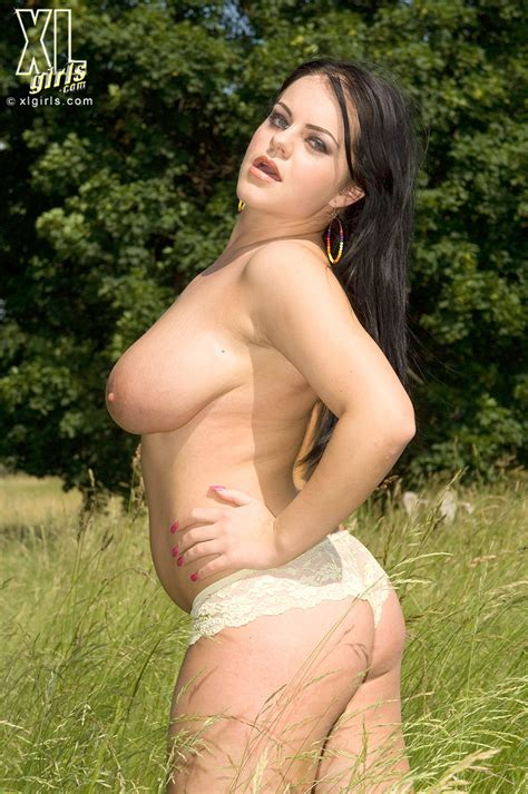 mandy pearl shows her boobs outdoors in the sunshine pichunter