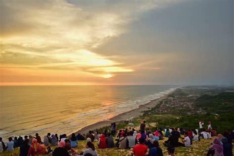 bukit paralayang parangtritis destinasi sunset romantis