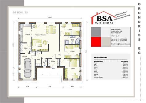 Grundriss Haus Integrierte Garage by Gro 223 Z 252 Giger Walmdachungalow Mit Integrierter Garage Bsa