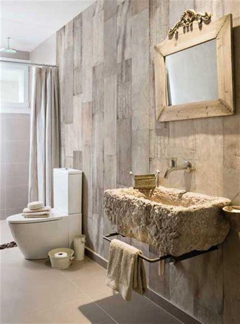 le papier peint dans la salle de bains c est possible