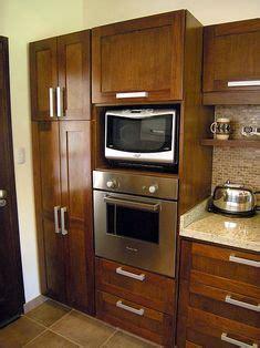 hermosa cocina  empotrado de nevera horno  microondas