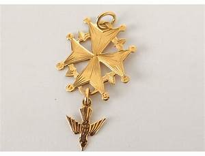 croix huguenote pendentif or massif 18 carats colombe With pendentif