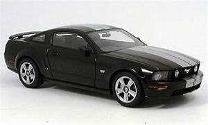 Modellauto Ford Mustang : ford mustang 2005 gt schwarz autoart modellauto 1 18 ~ Jslefanu.com Haus und Dekorationen