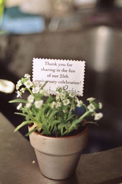 mini potted plant  favors souvenirs pinterest
