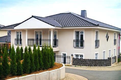 Modernes Haus Weiße Fenster by Design Haustaren Haus Graue Fenster Rotes Dach Graue Fenster