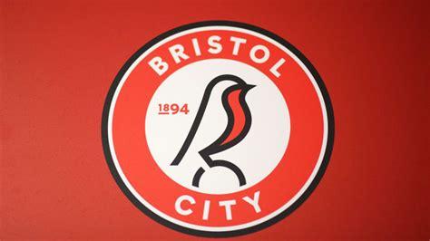 hummel Release Outrageous Bristol City Goalkeeper Kits ...