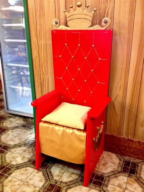 birthday throne recyclart