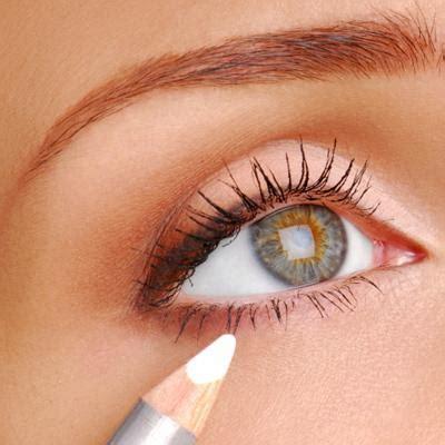 simple makeup tricks  experts    eyes pop mythirtyspot