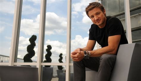 photoshoot jeremy renner photo  fanpop