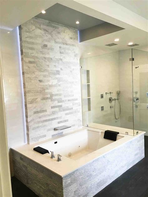 Small Bathroom Ideas With Tub And Shower by Best 25 Bathtub Shower Combo Ideas On Shower
