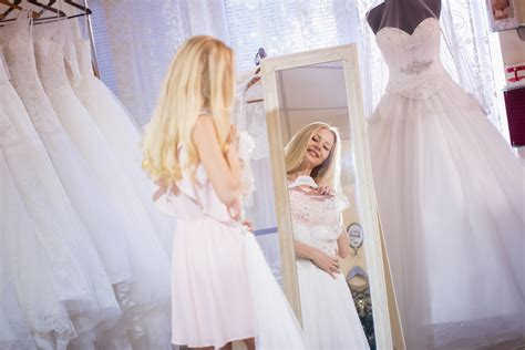 Looking For A Discount Wedding Dress? Sample Sales Are The