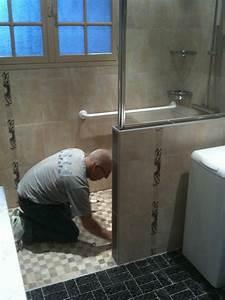 La maison de la pose douvre christian jura salle de for Porte de douche coulissante avec lave main salle de bain