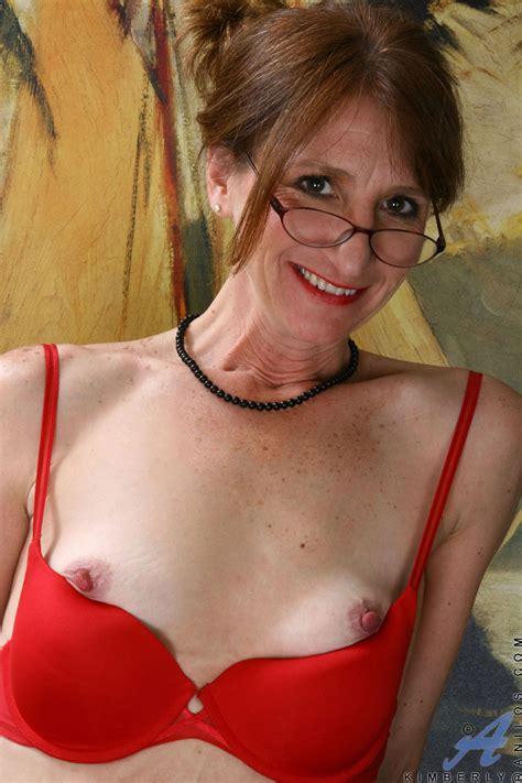 Hot mom Kimberly proudly flaunts her perky nipples indoors ...