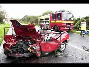 CAR CRASH AT LEVEL CROSSING DEAD BODIES EVERYWHERE GRAPHIC ...