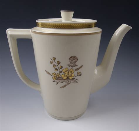 Commercial coffee machines offer your customers hot and fresh coffee by outfitting your establishment with an industrial coffee maker. Royal Copenhagen China GOLDEN CLOVER (Cream) 4 Cup Coffee Pot & Lid EXCELLENT   eBay