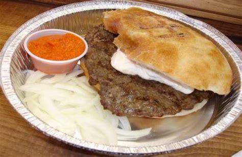 cuisine bosniaque recette pljeskavica le burger épicé façon serbe