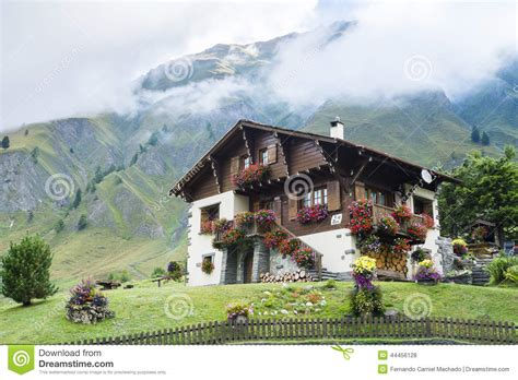 chalet suisse dans le furet photo stock 233 ditorial image 44456128