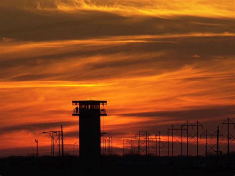 warden texas prison gangs  colluding  guards business insider