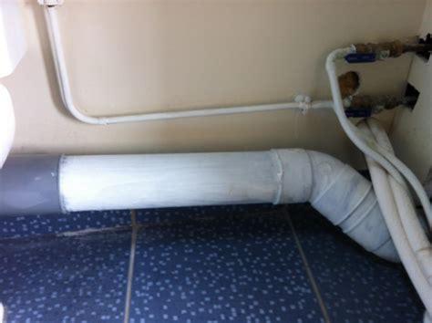 coffrage pour tuyaux dans une salle de bains