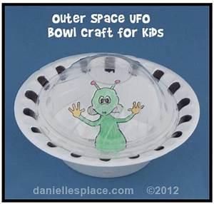 Alien Crafts & Party Activities for Kids - Moms & Munchkins