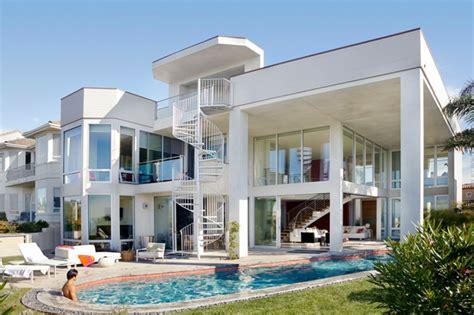 papier peint chambre moderne maison d architecte par dupuis design en californie