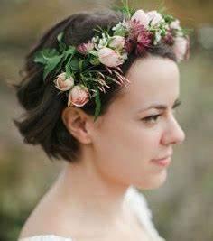Couronne Fleur Cheveux Mariage : photo cheveux courts avec une couronne de fleurs ~ Melissatoandfro.com Idées de Décoration