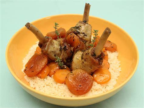 cuisiner des manchons de canard manchons de canard en cocotte aux abricots miel et thym