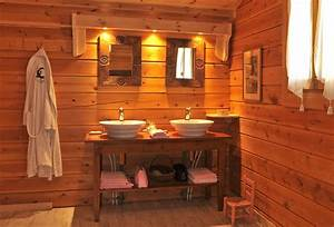 Salle De Bain En Bois : lambris bois salle de bain 1 r232gles et astuces pour am233nager une salle de bain en bois ~ Teatrodelosmanantiales.com Idées de Décoration