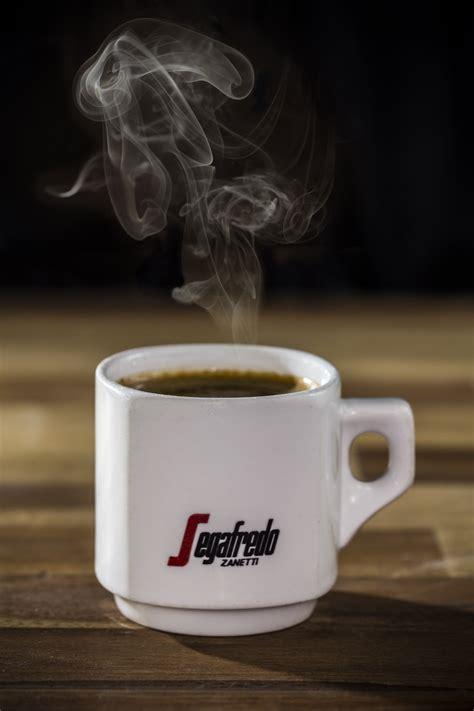 Gratis billeder : tabel, cafe, kaffe, træ, damp, rustik