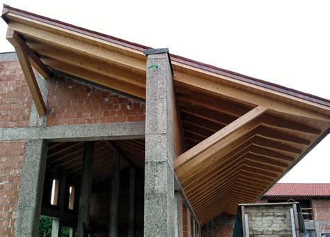 tetto a padiglione in legno tetto a falde legno lamellare saette di sostegno tetto