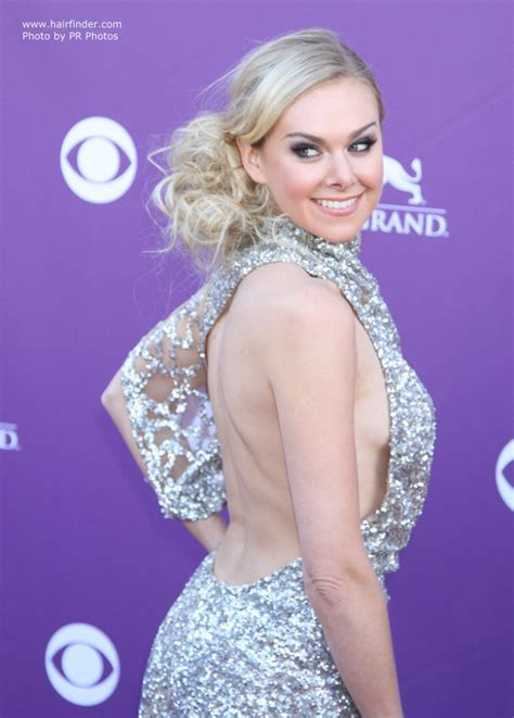 laura bell bundy loose  style  center