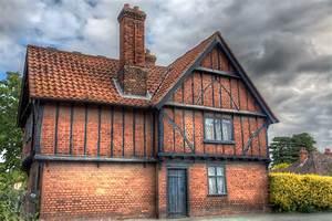 Tudor, House