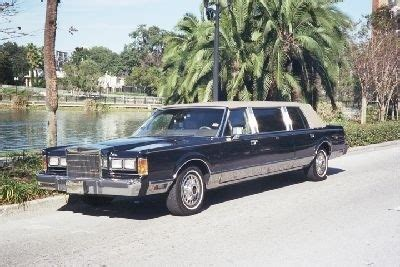 Classic Limo by Lincoln Limo