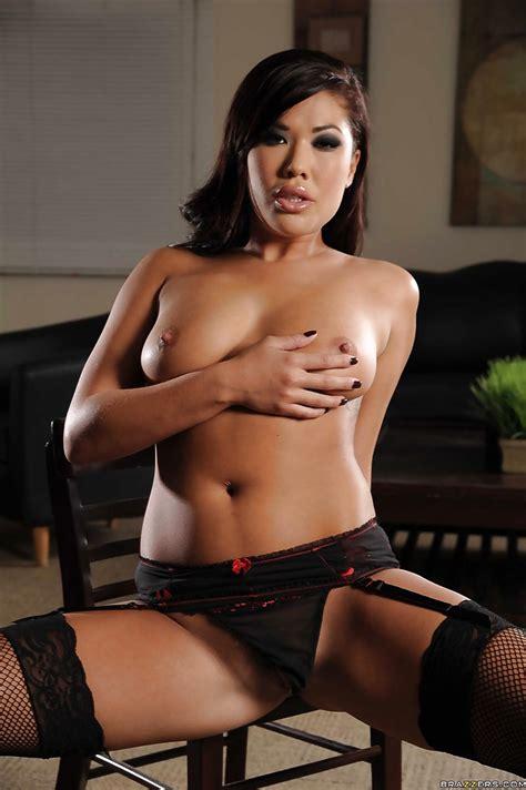 Asian Milf London Keyes Exposing Her Fuckable Body In The