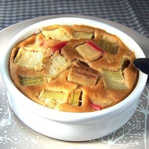 cuisiner la rhubarbe recette clafoutis à la rhubarbe recette gâteau nord le