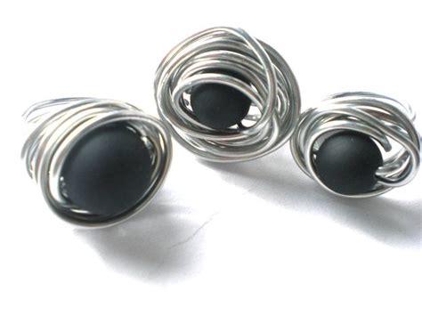silberschmuck selber machen ring aludraht ring mit perle in schwarz