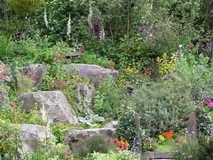 Gartengestaltung Mit Findlingen : hanggarten planen anlegen und tipps mein sch ner garten ~ Whattoseeinmadrid.com Haus und Dekorationen