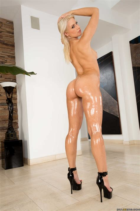 Oiled Up Blonde Has Her Puss Plowed Photos Anikka