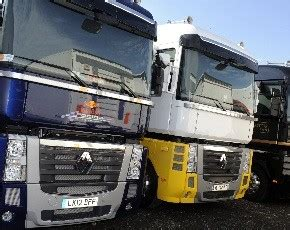 renault trucks si鑒e social renault magnum 520 cavalli a servizio della formula 1 trasporti italia com