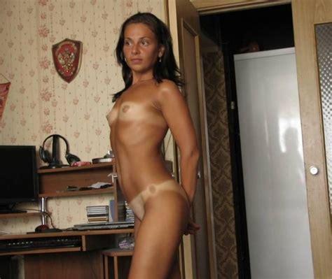 sexy tan beine upskirt