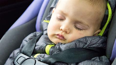 siege auto nouveau ne l 39 erreur à ne pas faire lorsque vous attachez bébé dans
