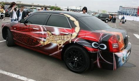Artistic Customized Car Paint  Design Swan