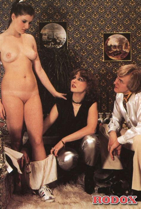 Lucky Retro Dude Screwing Two Horny Chicks Xxx Dessert